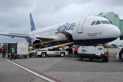 Plane makes emergency landing Jetblue after one of his passengers suffered a heart attack